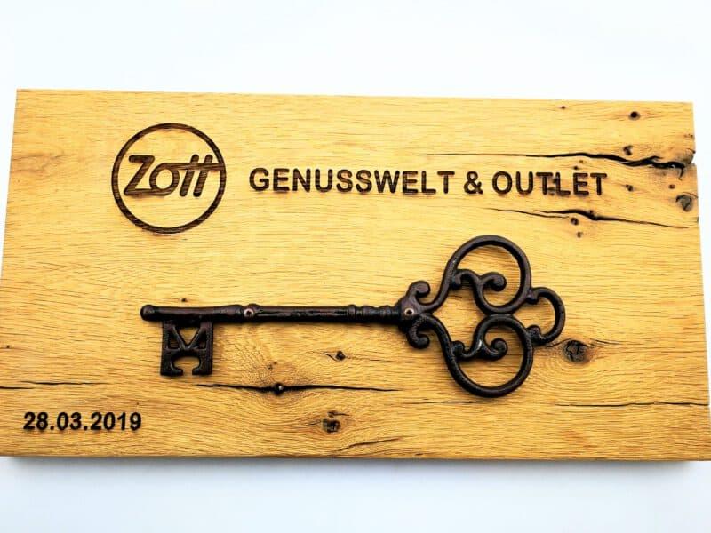 Holzbrett Zott